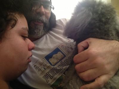 Calvin, Gilson e Lalá, fazendo bagunça no sofá...