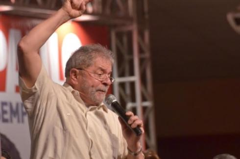 Lula em Pernambuco nod 13 de junho dizendo que a vitória nas eleições será a vingança do PT contra a elite brasileira) (foto: Líbia Florentino/LeiaJáImagens)